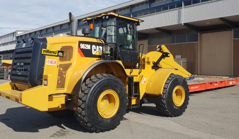 2017 – 962M with 2700 hours full